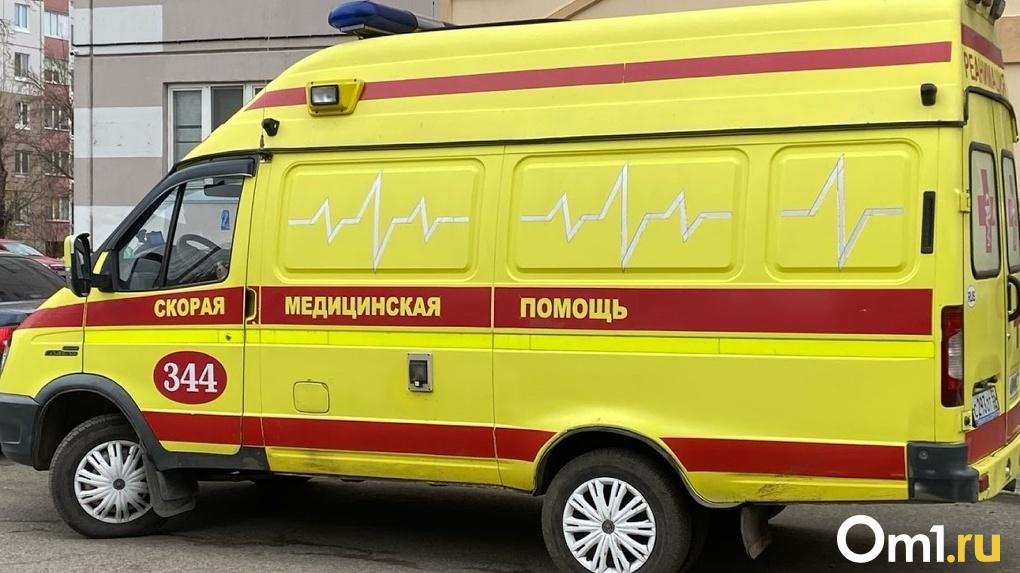 В омский Минздрав ищут руководителя по организации скорой помощи с зарплатой почти в 70 тысяч рублей