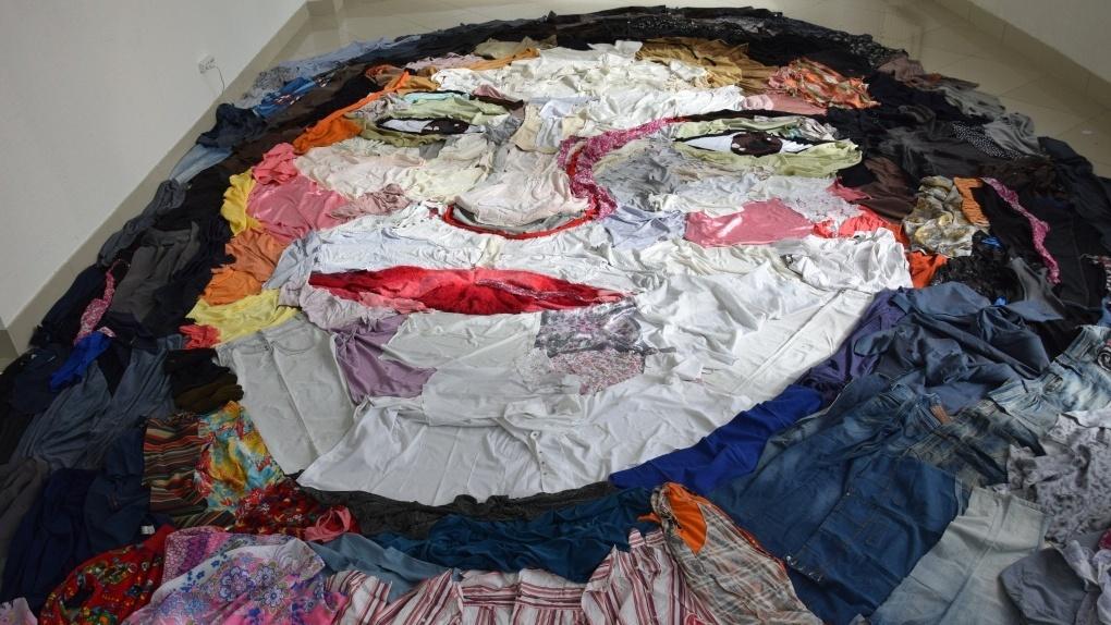 В Омске создали «космический» портрет из выброшенной одежды (фото)