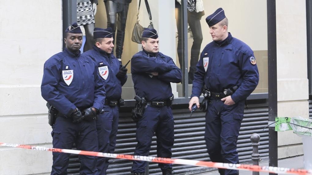 Во Франции вооруженный человек захватил заложников