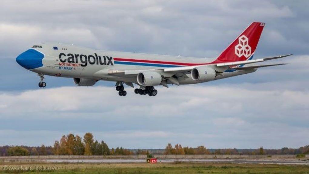 Самолёт в медицинской маске прилетел в Новосибирск
