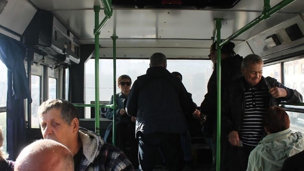 За рулем омских автобусов сидят пьяные люди, не имеющие водительских прав?