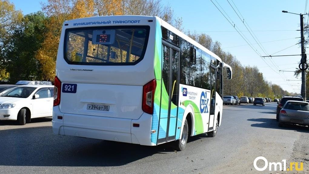 Бурков высказался о том, почему в Омске не возобновляют работу дачных автобусов