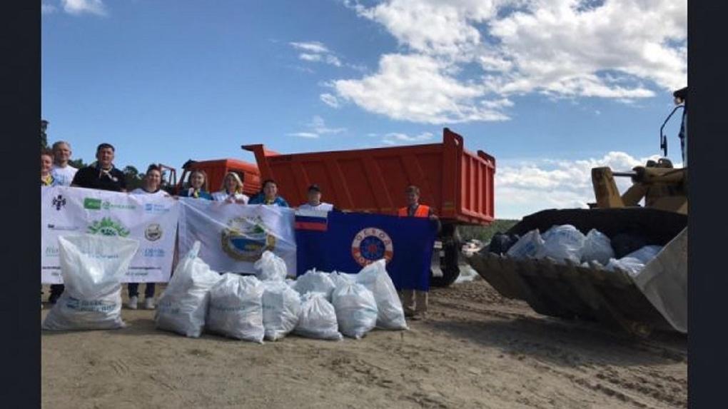 500 мешков мусора вывезли с пляжа в Новосибирске