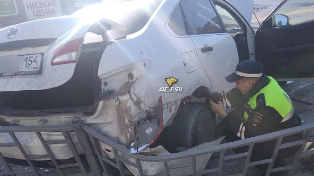 «Чувствовался запах алкоголя»: под Новосибирском водитель проскочил на красный свет и угодил в больницу