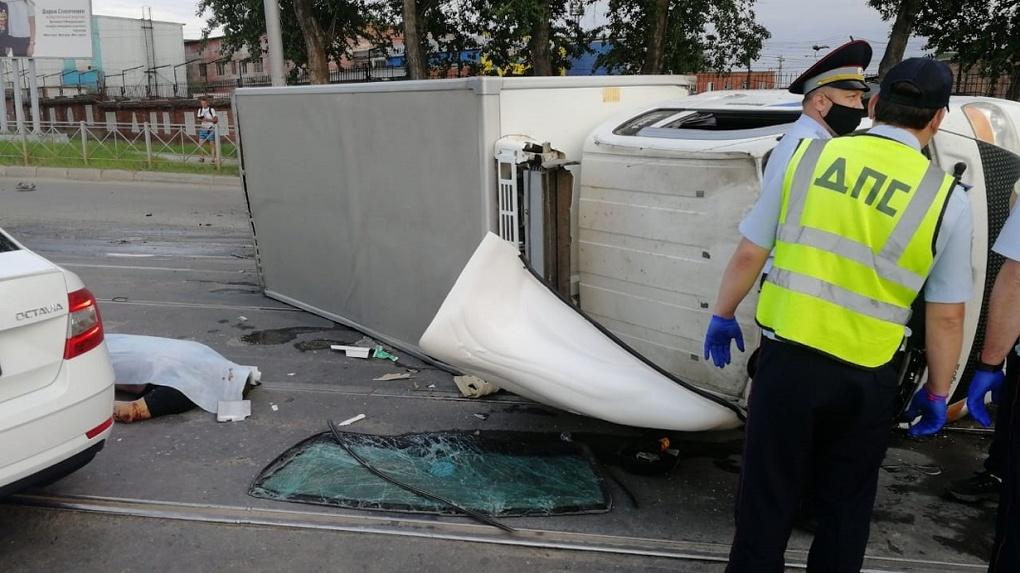 Живого места не осталось: новосибирец разбился в страшном ДТП около «Меги»