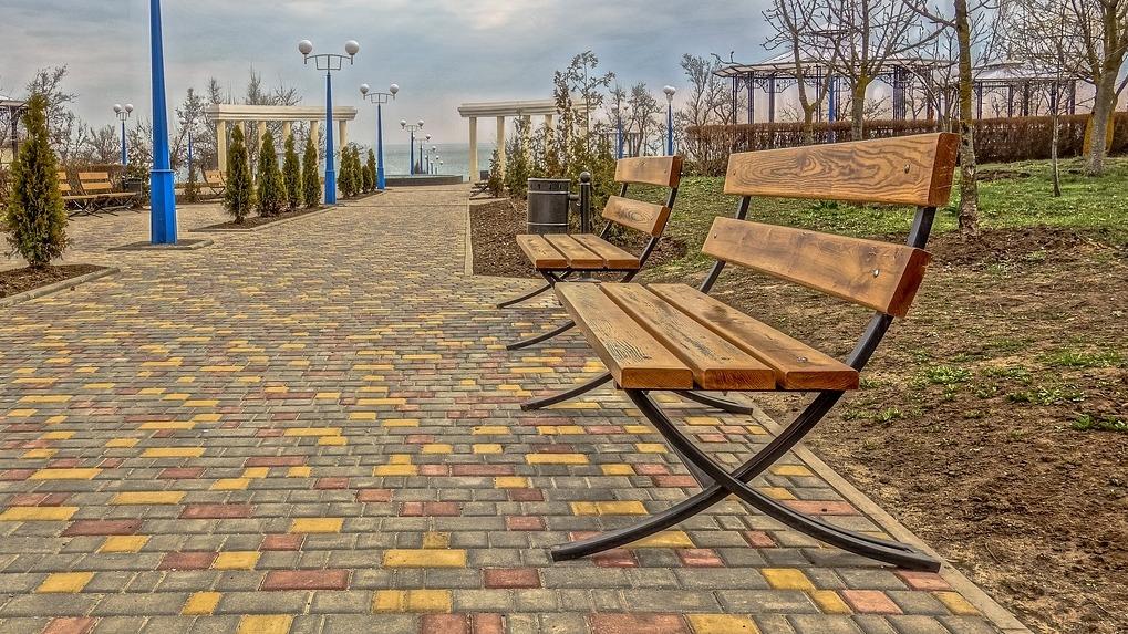 1800 новосибирских летних кафе смогут принимать посетителей на городских скамейках