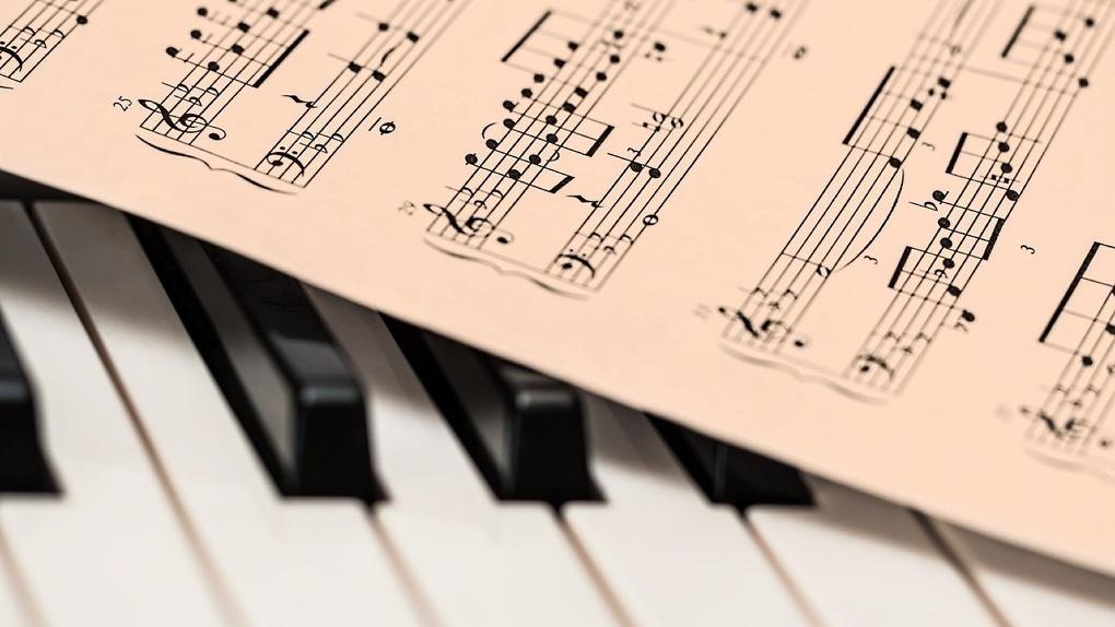 Омский таксист пишет песни и устраивает благотворительные концерты