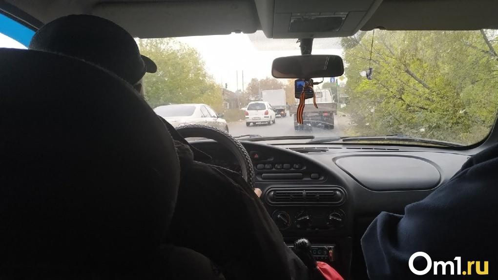 Омским водителям, которые согласятся возить медиков, заплатят 25 тысяч рублей
