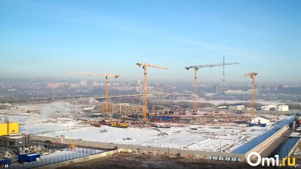 Летопись «Арены Омск». Территорию нового ледового дворца ждёт озеленение и новая дорога