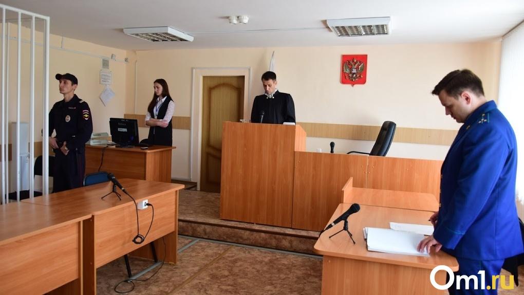 В Омске отменили суд по делу о мальчике, которого родители заставляли стоять на гречке