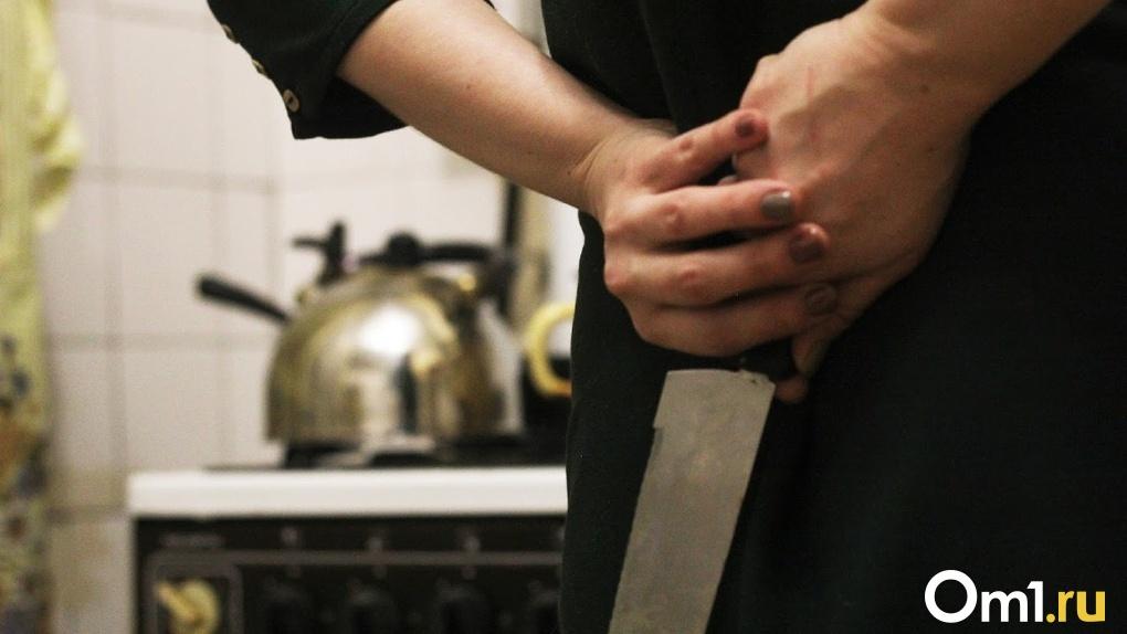 Ревнивая омичка вспорола живот своему мужу во время ссоры