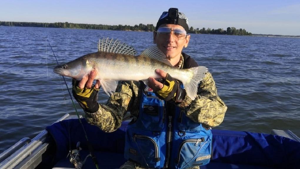 Новосибирец поймал огромную рыбу, которая отказалась фотографироваться