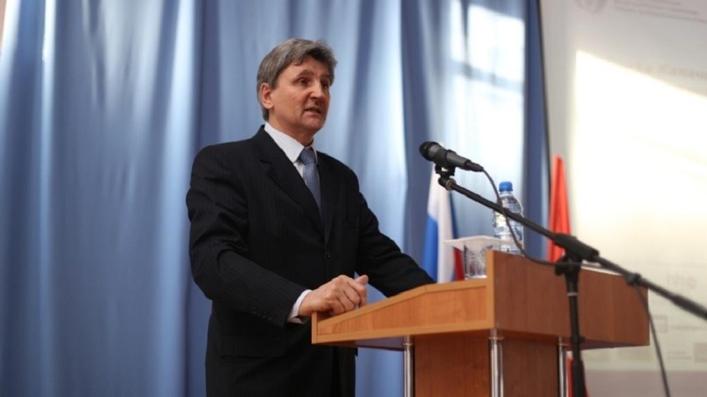 Прокуратура оспорила покупку внедорожника для главы Калачинского района Мецлера