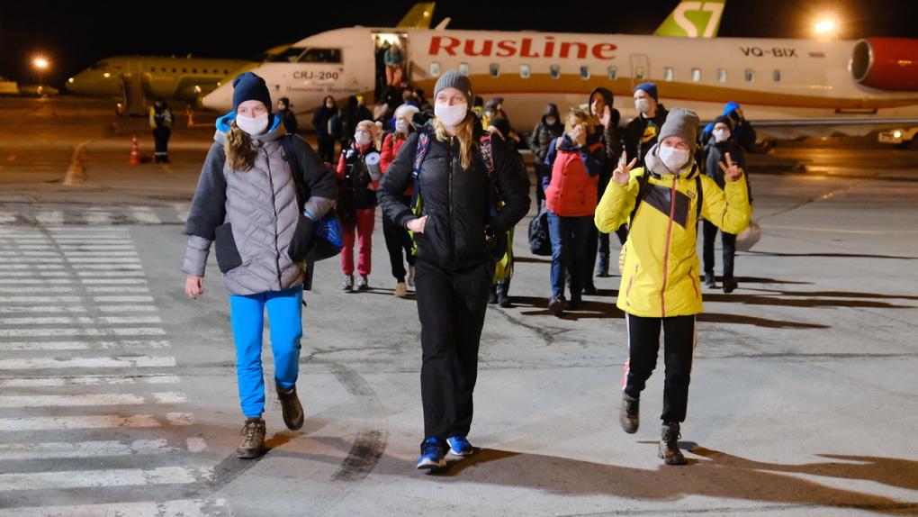 Новосибирские и омские спортсмены вернулись из Киргизии после отмены рейсов из-за коронавируса