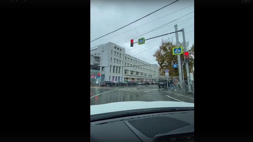 В центре Новосибирска на перекрёстке улицы Ленина появился светофор