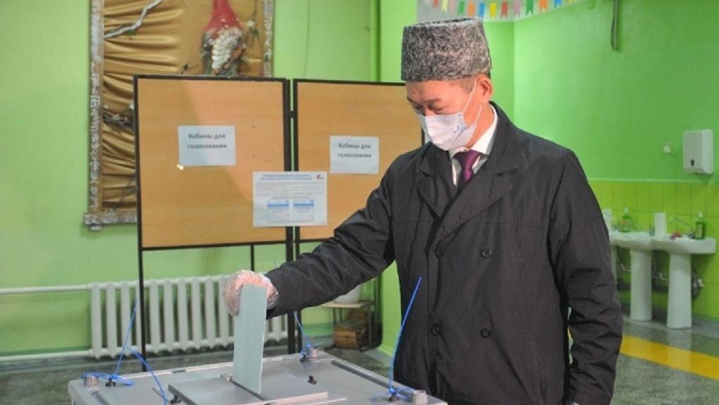 «Это судьбоносное решение»: омский Мухтасибат Даулет Балтабаев проголосовал по поправкам в Конституцию