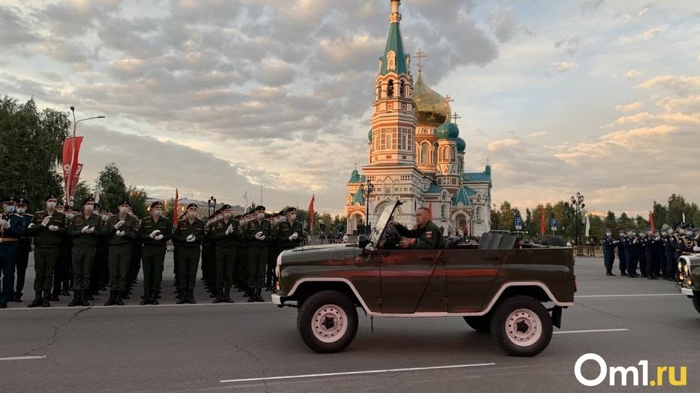 Парад, салют и праздник со слезами на глазах. Омск празднует 75-летие Великой Победы. LIVE