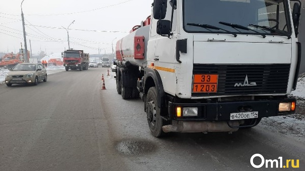 Грузовик насмерть сбил пешехода в Новосибирске
