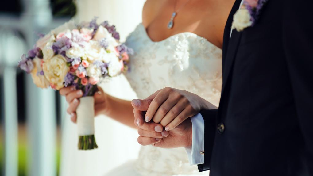 Почти 100 омских пар свяжут себя узами брака 8.08.2018