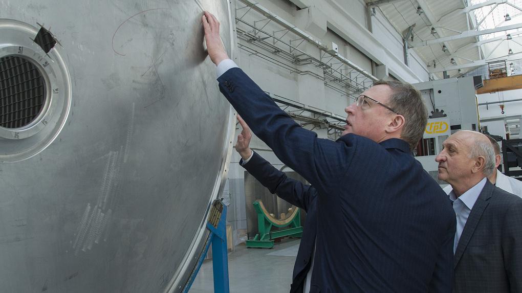 Буркову показали, как собирают «Ангару» на омском ПО «Полет»
