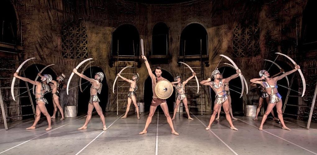Московский театр показал в Омске балет с полуобнажёнными спартанцами (16+)