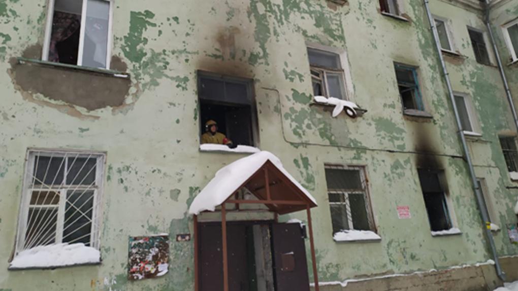 Взрыв прогремел в трехэтажном доме в Новосибирске, пострадали три человека