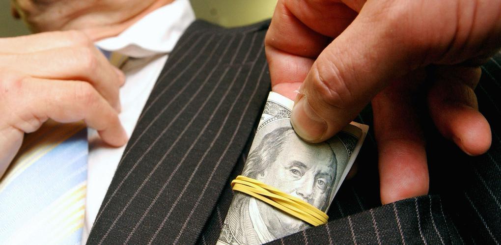 В Омской области подготовили закон, как бороться с коррупционерами
