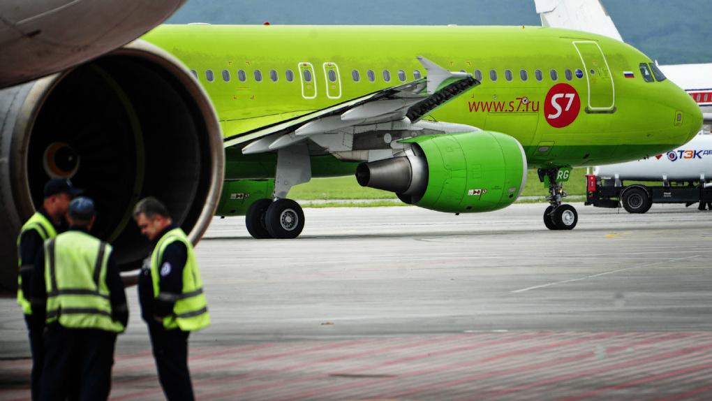 В Омске из-за поврежденного самолета в Москву не смогли вылететь 136 человек