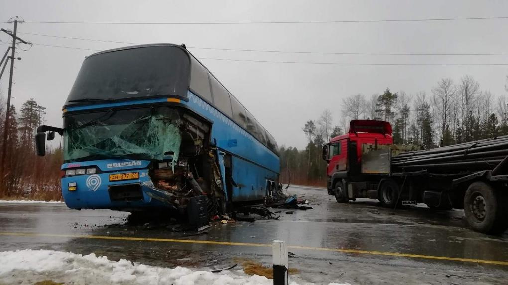 На «трассе смерти» разбился автобус из Омска