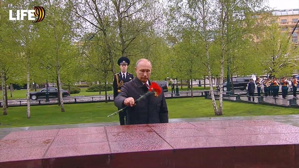 «Мы обязательно широко и торжественно отметим юбилейную дату»: в День Победы Путин обратился к россиянам