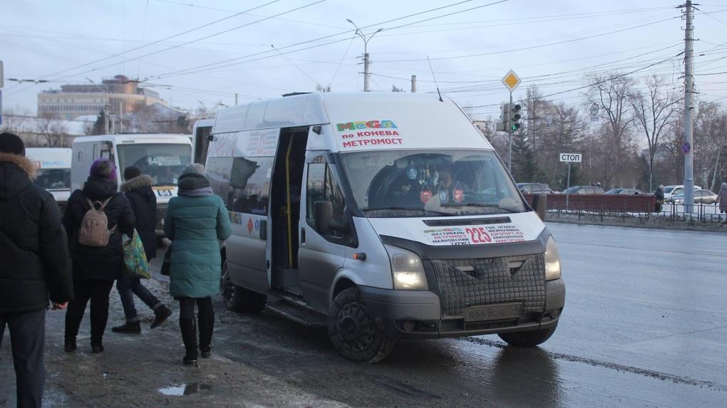 Омичи смогут платить картами за проезд по пригородным маршрутам