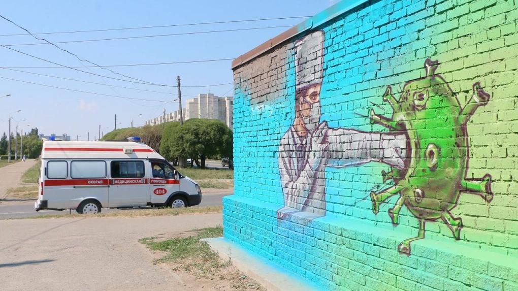 Еще граффити в поддержку омских медиков появилось на Левом берегу