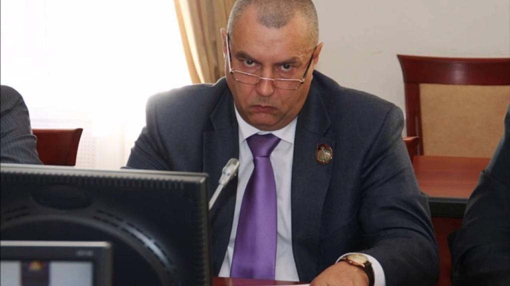 Специальная комиссия проверит омскую школу, в которой течет крыша