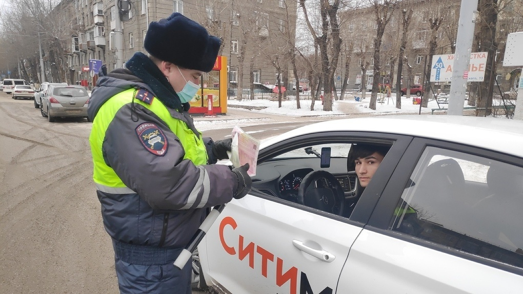 Более 2500 нарушителей: в Новосибирске устроили облаву на таксистов