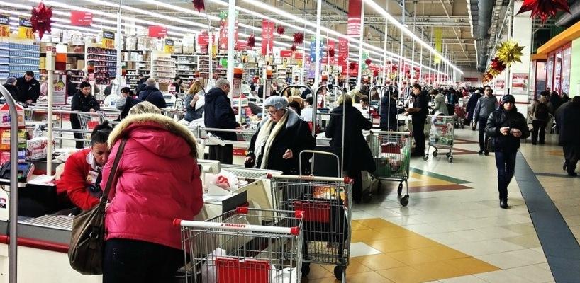 В Омске в ходе предновогоднего шопинга в одном из супермаркетов скончалась пенсионерка