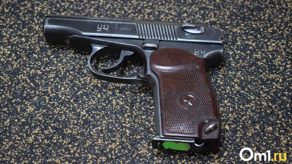 Омич получил в подарок патроны от пистолета, но решил передарить их своему соседу по фамилии Макаров