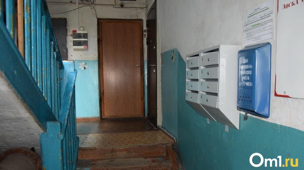 В день задержания «левобережного маньяка» в Омске вновь напали на женщину в подъезде