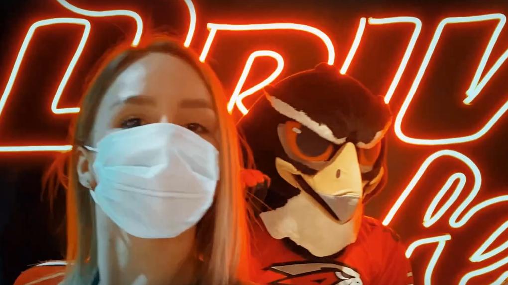 Черлидерши в медицинских масках и санитайзер: «Авангард» снял пародию на клип Little Big