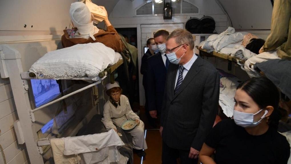 Губернатор Омской области Александр Бурков посетил «Поезд Победы»