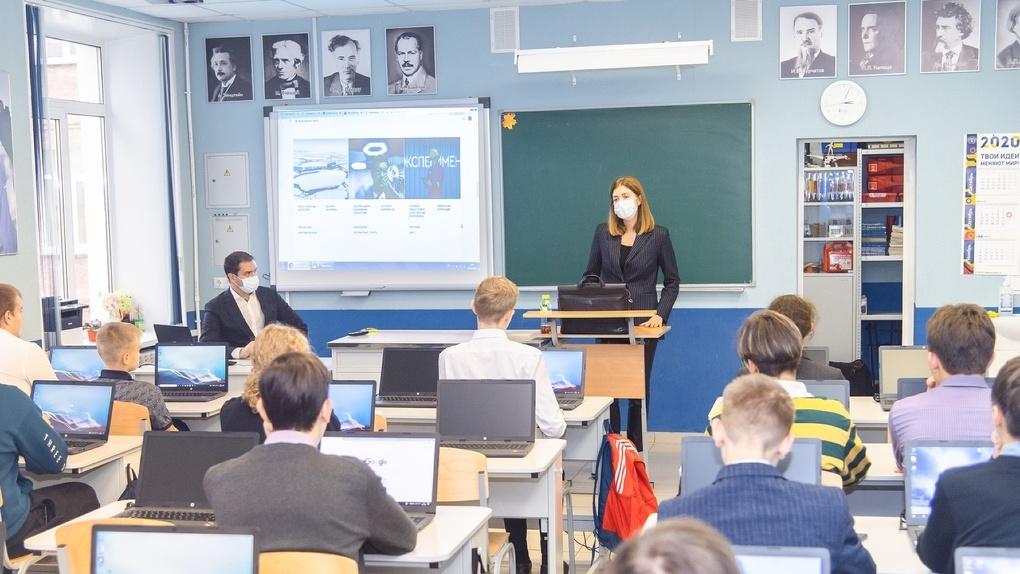 Омский НПЗ обучает школьников цифровым технологиям
