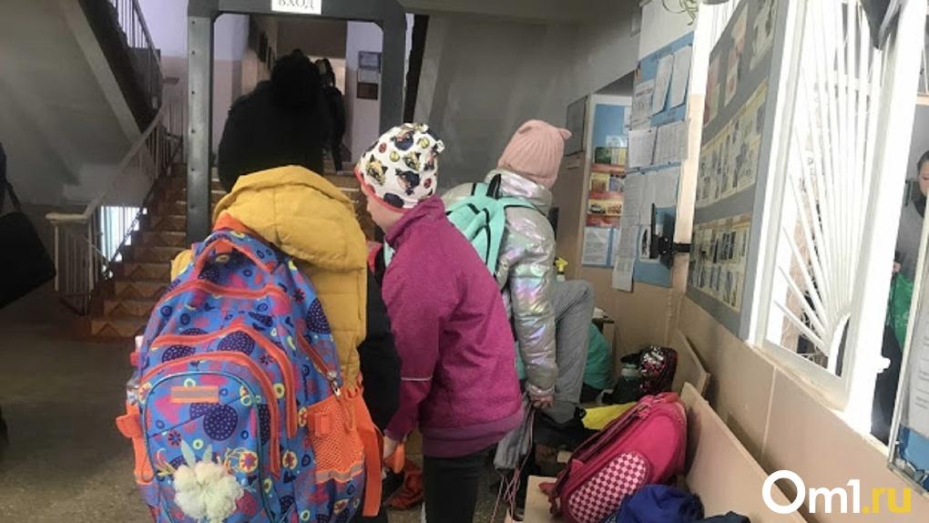 В омском Минобре назвали число болеющих коронавирусом школьников и учителей