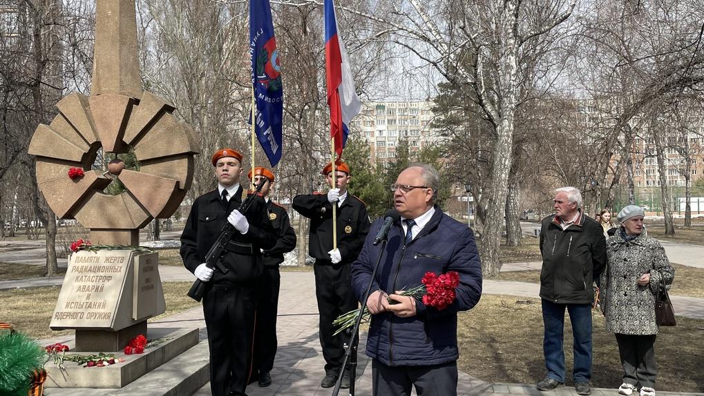 Катастрофе на Чернобыльской АЭС 35 лет: в Новосибирске почтили память жертв
