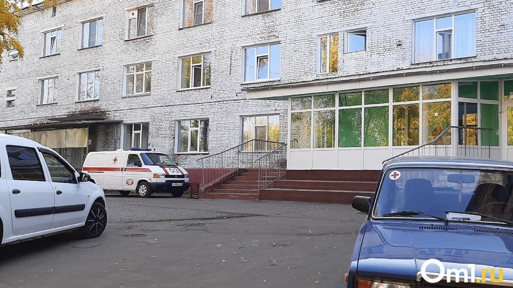 Омским поликлиникам передали 180 машин, чтобы ездить на вызовы