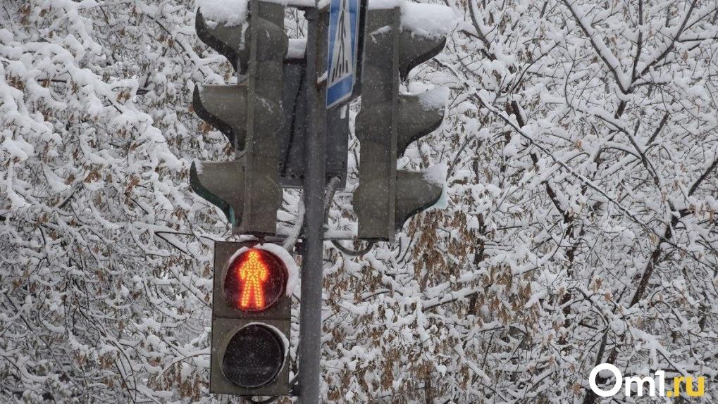 Новый светофор в Омске привёл к масштабным пробкам