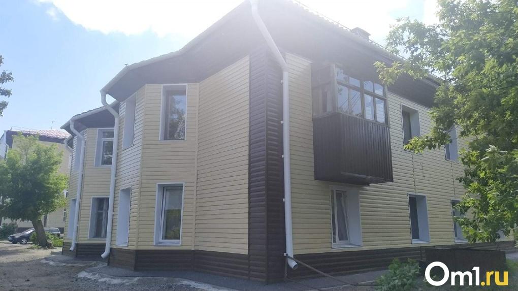 «На шесть баллов из пяти»: в Омске завершили капремонт домов, жильцы которых судились с администрацией