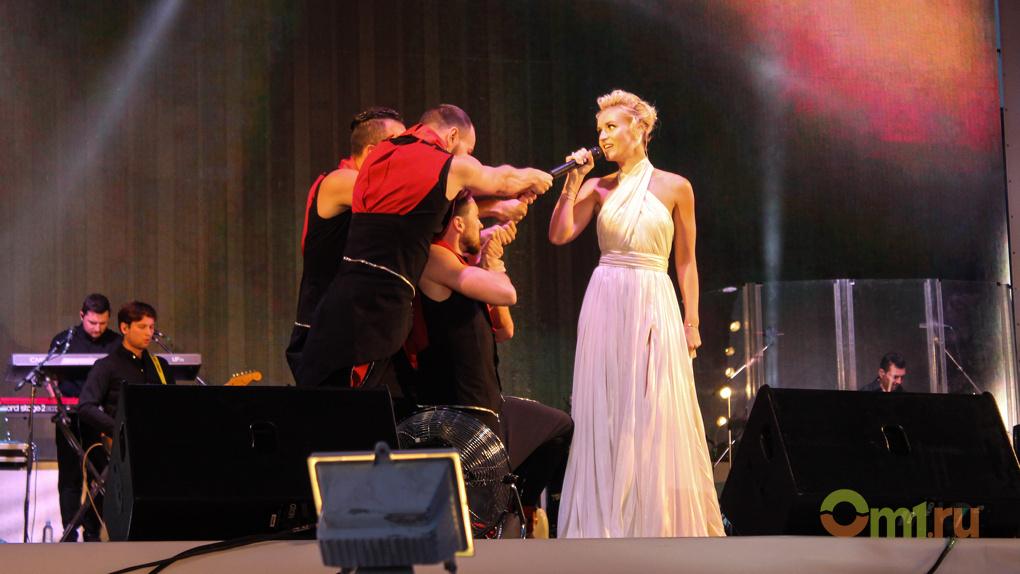 Полина Гагарина спела для омичей «Колыбельную» — ВИДЕО