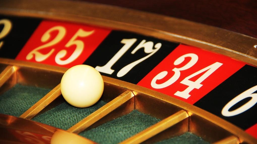 До шести лет колонии грозит 16 новосибирцам за организацию сети из 11 подпольных казино