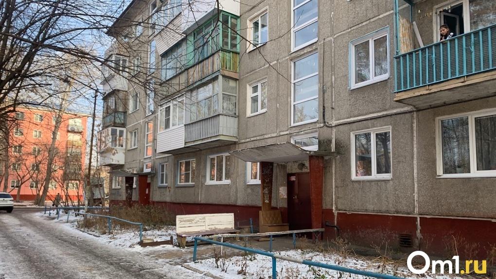 «Соседи думали, что умер». В Омске пенсионер жил несколько дней без еды и воды