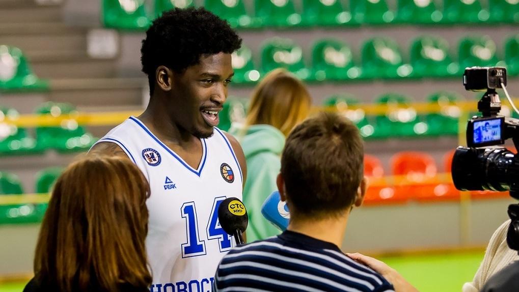 Баскетбольный клуб «Новосибирск» одержал уверенную победу над «Иркутом»