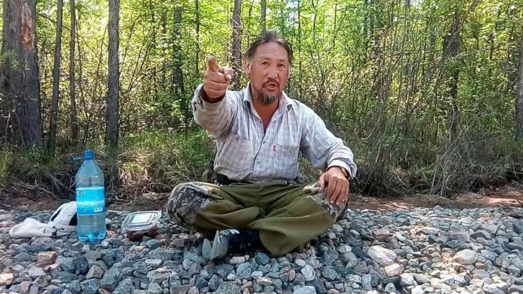 Шаман, который отправился из Якутии в Москву изгонять Путина, намерен собрать соратников в Новосибирске
